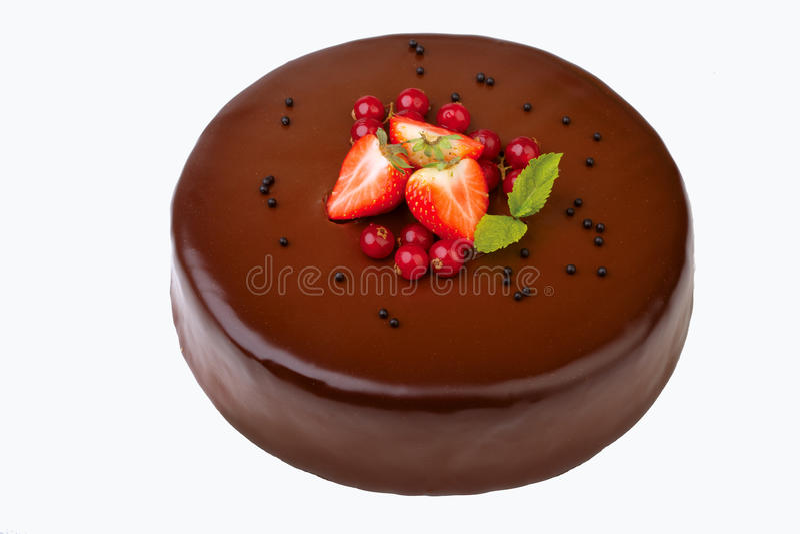 Gâteau de chocolat d'isolement sur le blanc photo libre de droits