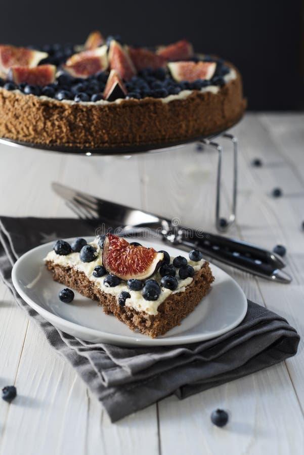 Gâteau de chocolat de figue images libres de droits