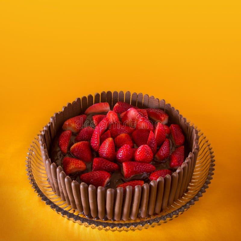 Gâteau de chocolat et de fraise photographie stock