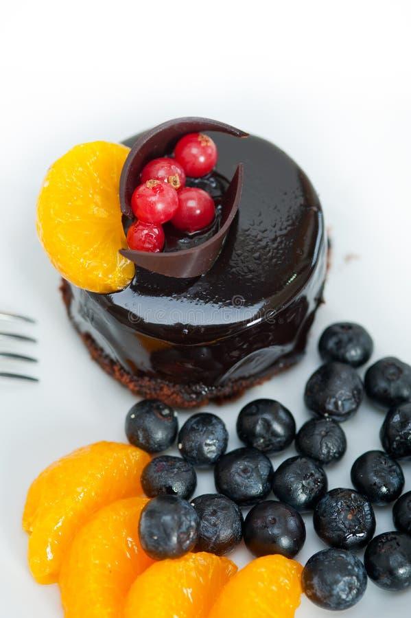 Gâteau de chocolat et de fruit images stock