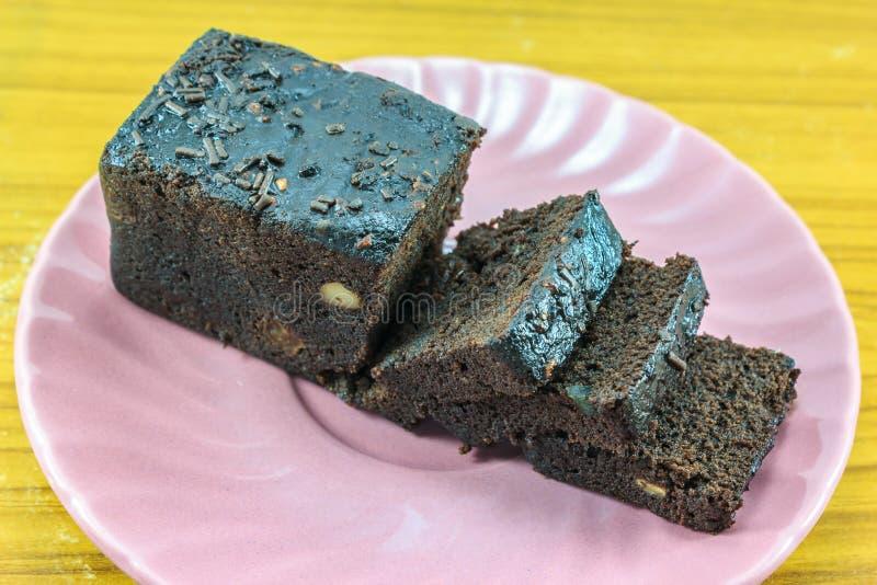 Gâteau de chocolat foncé de tranche photo stock