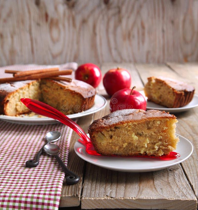 Gâteau de compote de pommes images libres de droits