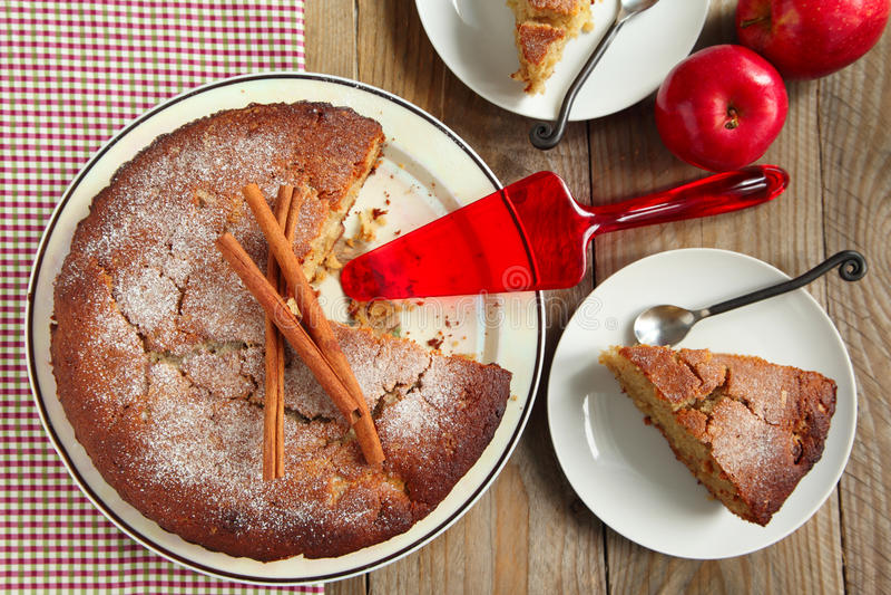 Gâteau de compote de pommes images stock