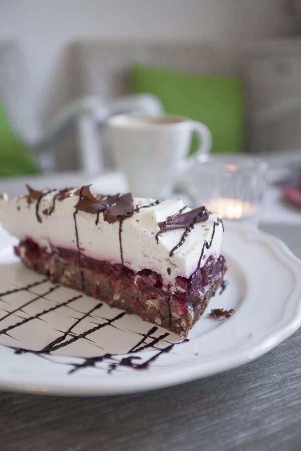 Gâteau de crème d'écrou images libres de droits