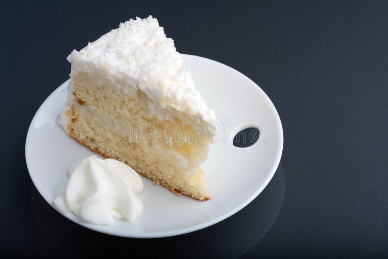 Gâteau de crème de noix de coco photos stock