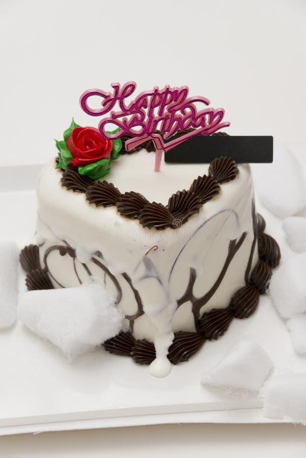 Gâteau de crème glacée d'anniversaire de dégel image stock