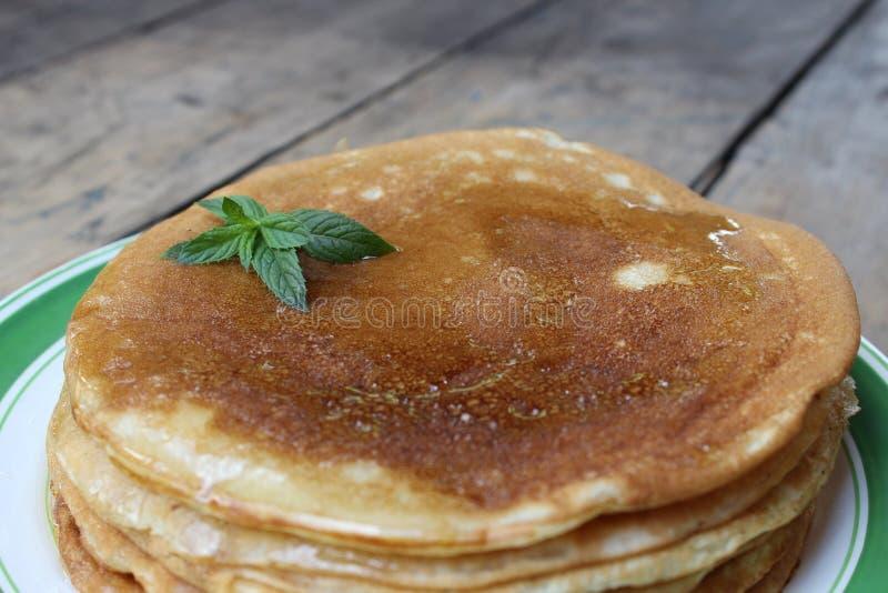 Download Gâteau De Crêpe Avec Du Miel Photo stock - Image du miel, apéritif: 76075910