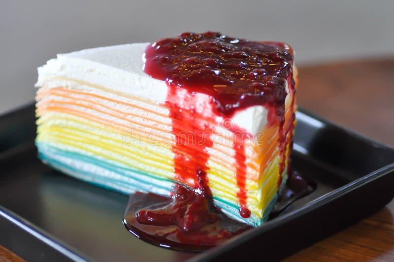 Gâteau de crêpe d'arc-en-ciel, gâteau de crêpe images stock