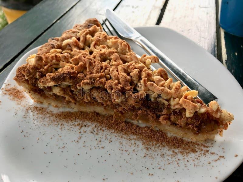 Gâteau de croustillant d'Apple/tarte faits maison de miette au café/au café photo stock