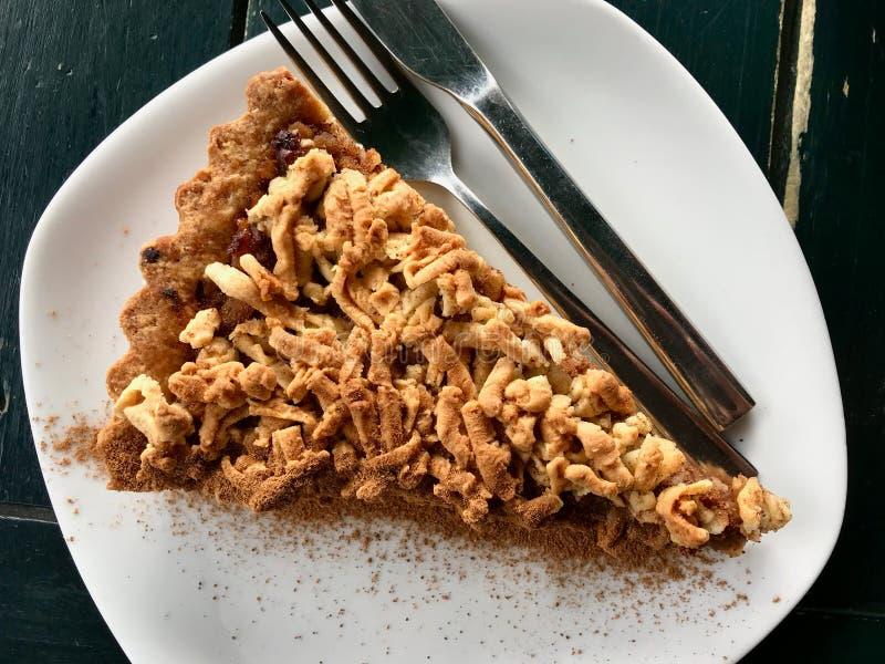 Gâteau de croustillant d'Apple/tarte faits maison de miette au café/au café images libres de droits