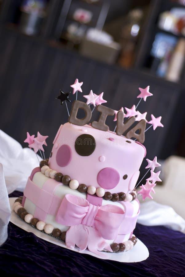Gâteau de diva d'amusement dans la boulangerie photographie stock