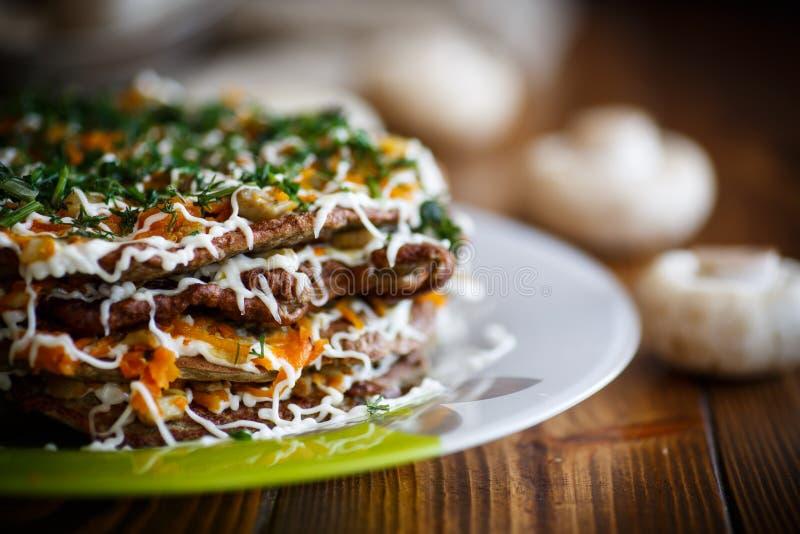 Gâteau de foie bourré des légumes images stock