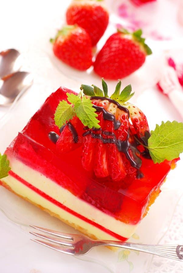 Gâteau de fraise avec la gelée photo stock
