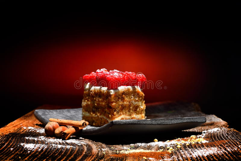 Download Gâteau de framboise photo stock. Image du dingue, givré - 56476418