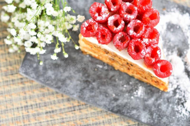 Download Gâteau de framboise photo stock. Image du fruit, fleur - 56476426