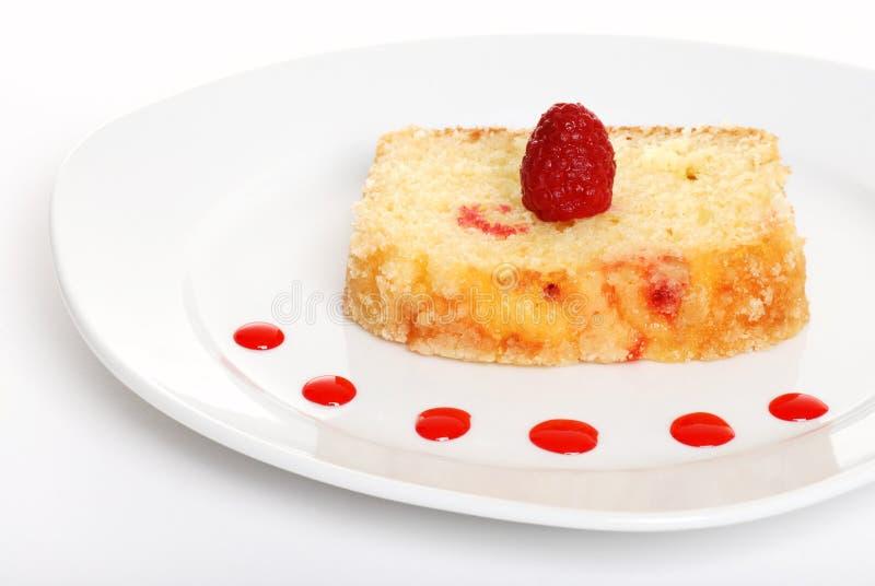 Gâteau de framboise d'une plaque photos stock