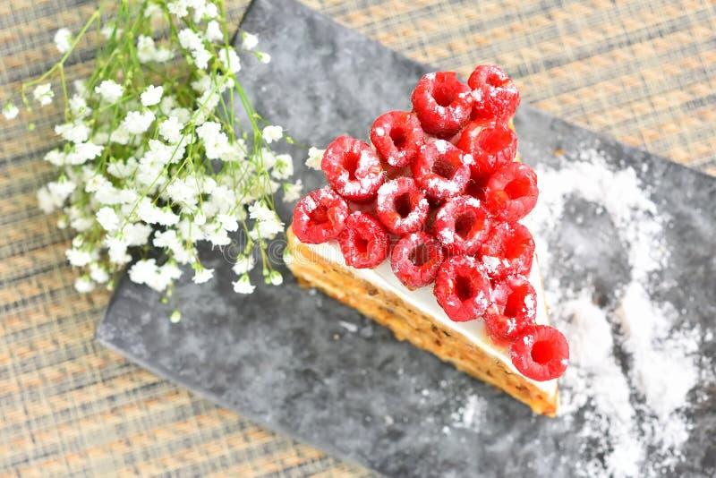 Download Gâteau De Framboise De Plat Image stock - Image du fleur, lame: 56476293