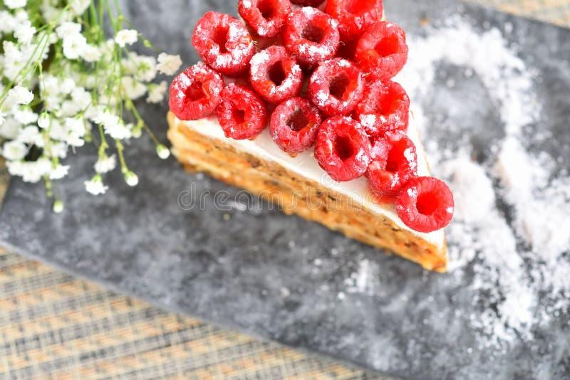 Download Gâteau De Framboise De Plat Photo stock - Image du breakfast, monnayage: 56476404