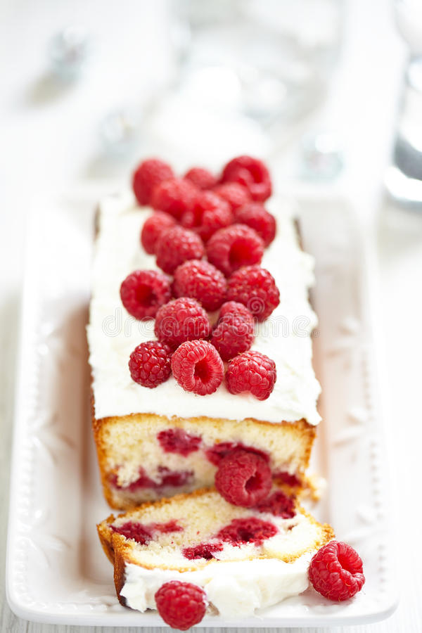 Gâteau de framboise pendant des vacances photos libres de droits