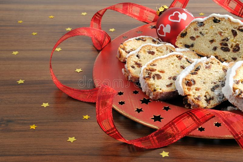 Gâteau de fruit de Stollen de Noël avec du sucre en poudre photo libre de droits