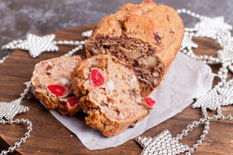 Gâteau de fruits secs traditionnel pour le dîner de Noël photos libres de droits