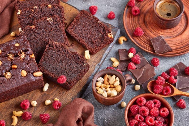 Gâteau de livre de sarrasin de chocolat coupé dans les tranches image libre de droits