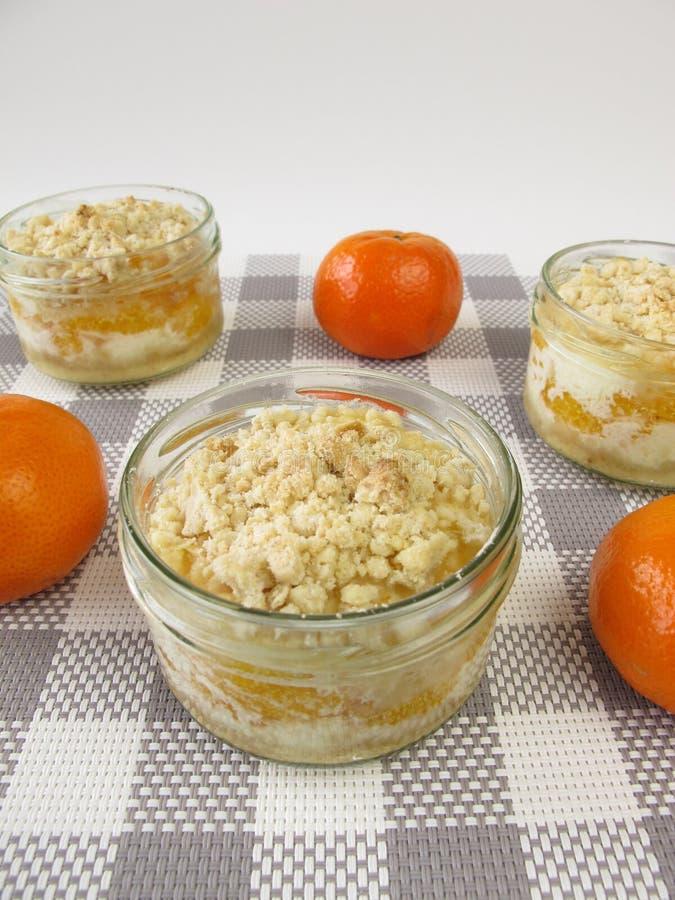Gâteau de mandarine dans un pot images libres de droits