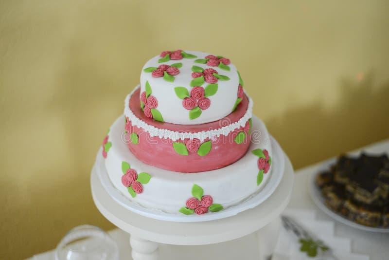 Gâteau de mariage élégant, grande conception photos stock
