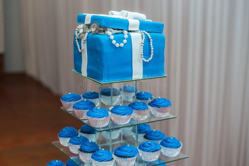 Gâteau de mariage bleu photos libres de droits