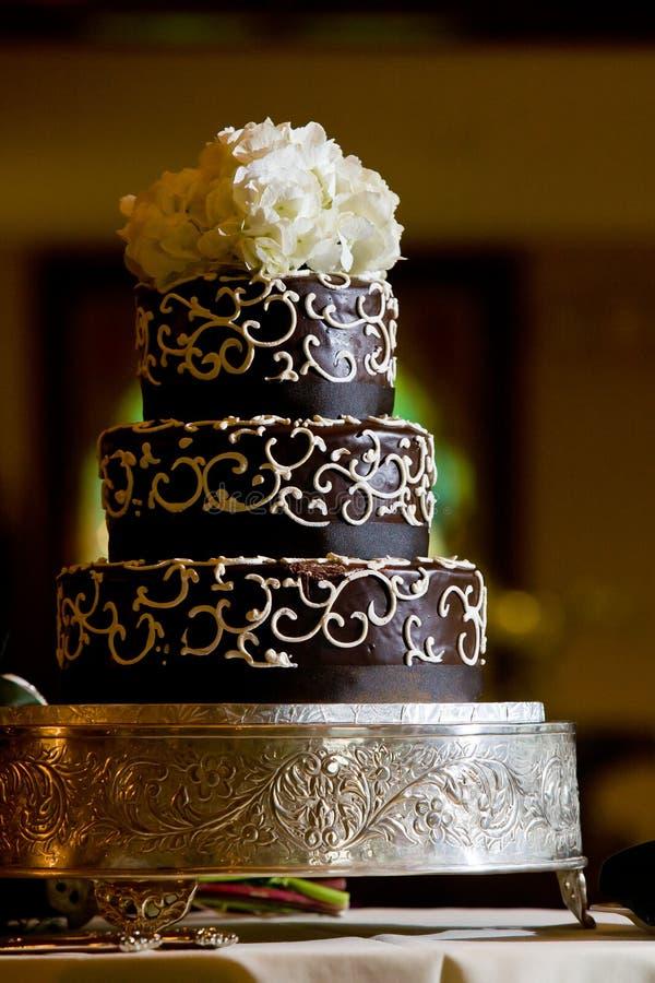 Gâteau de mariage de chocolat photographie stock