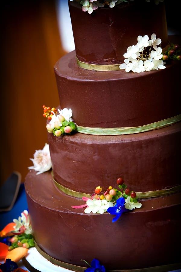 Gâteau de mariage de chocolat photographie stock libre de droits