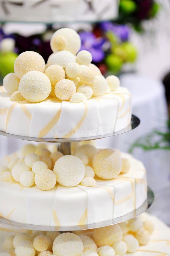 Gâteau de mariage de fantaisie photographie stock libre de droits
