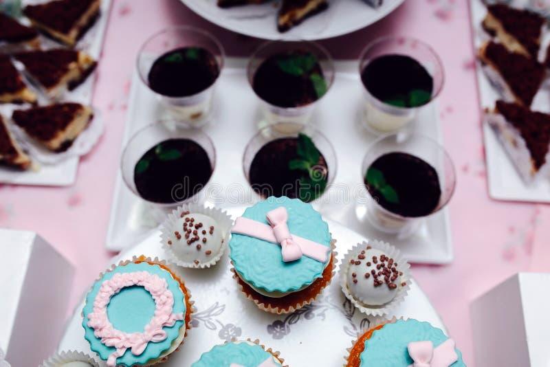 Gâteau de mariage de fantaisie délicieux photos libres de droits