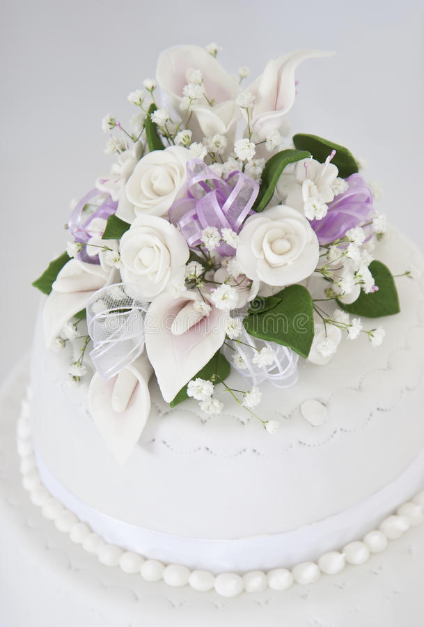 Gâteau de mariage de fleur image stock