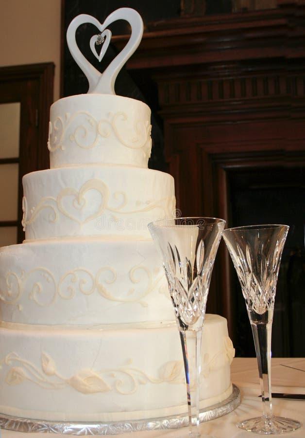Gâteau de mariage et grille-pain photos stock