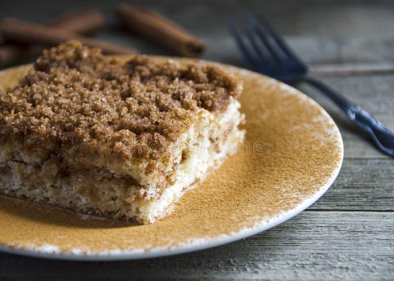 Gâteau de miette de cannelle délicieux photographie stock libre de droits