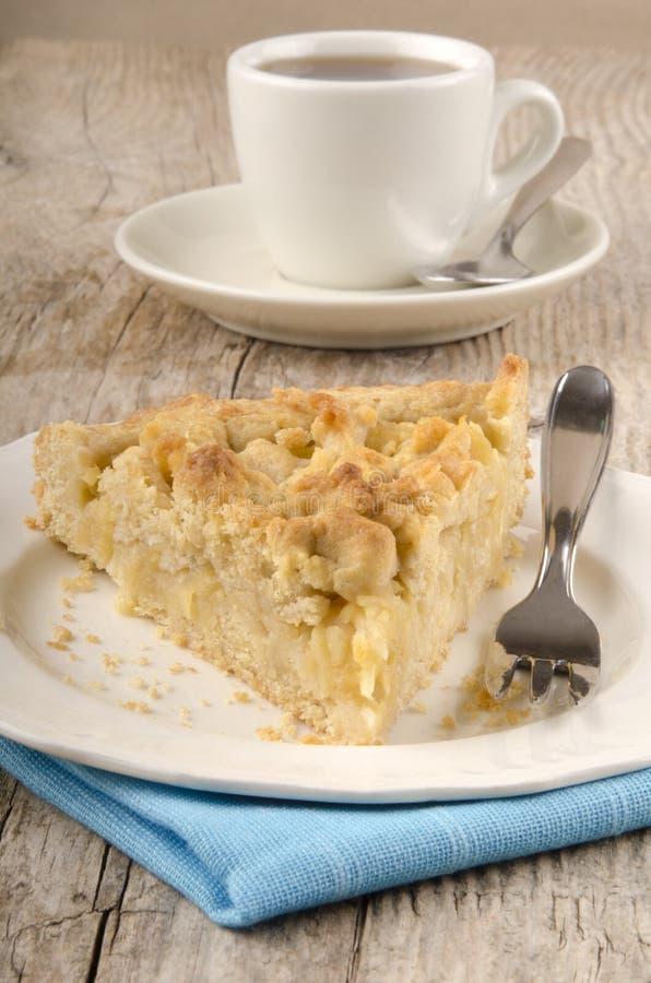 Gâteau de miette d'Apple d'un plat photo libre de droits