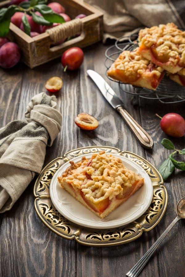 Gâteau de miette de prune photographie stock libre de droits