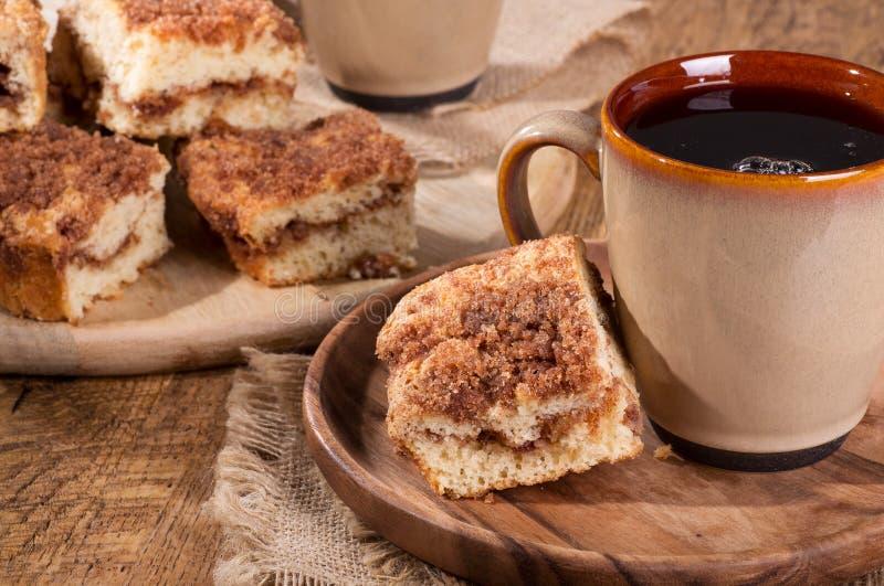 Gâteau de miette de remous de cannelle photo stock