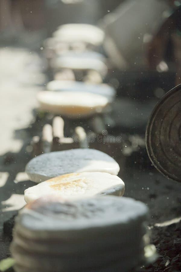 Gâteau de minorité ethnique, au vieux marché de Dong Van image libre de droits