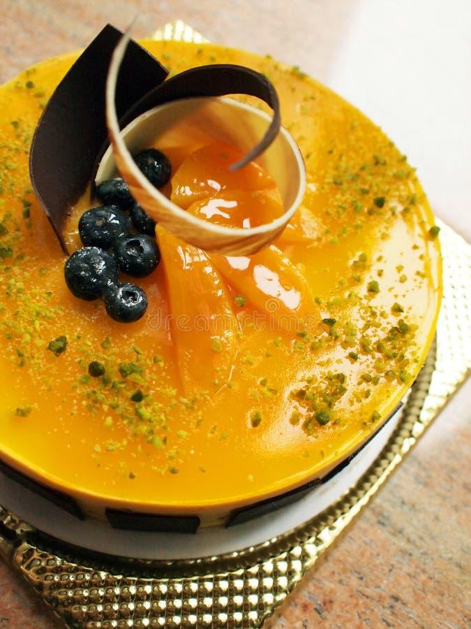 Gâteau de mousse de mangue images stock