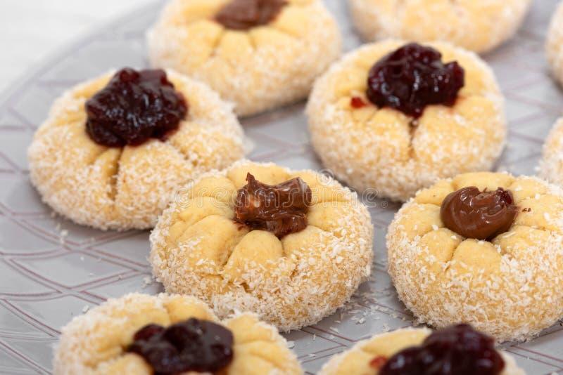 Gâteau de noix de coco fait maison images libres de droits