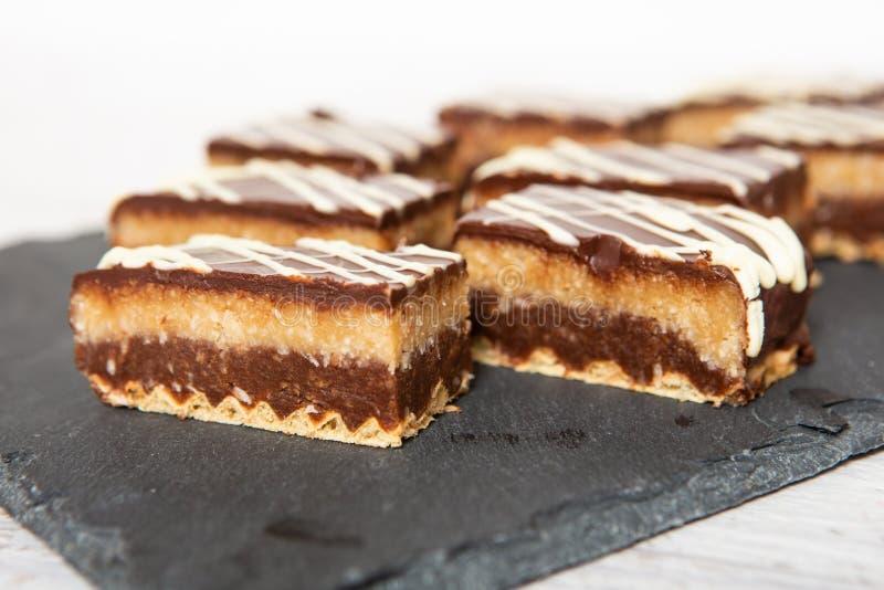 Gâteau de noix de coco fait maison de chocolat sucré photos libres de droits