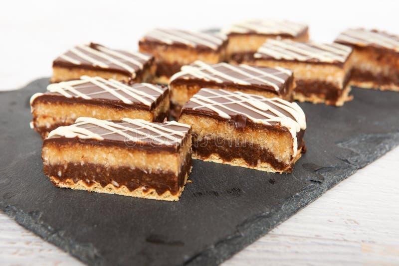 Gâteau de noix de coco fait maison de chocolat sucré photo libre de droits
