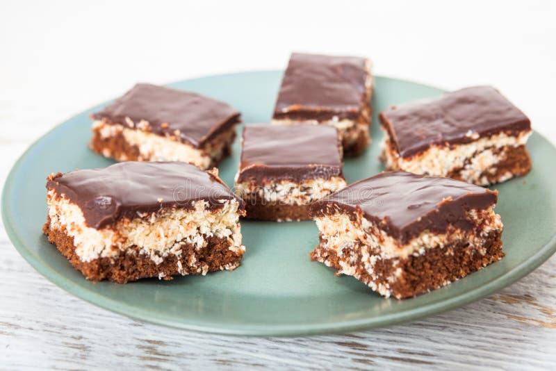 Gâteau de noix de coco et de chocolat photographie stock libre de droits
