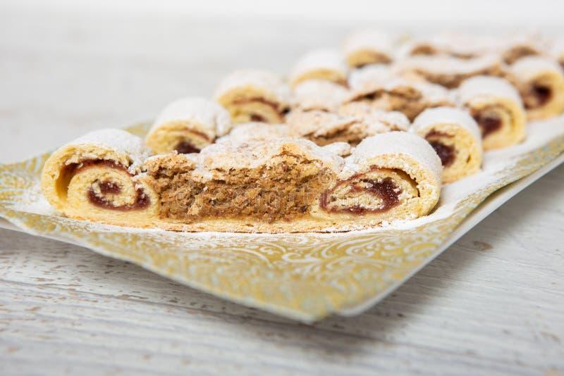 Gâteau de noix de plat photographie stock libre de droits