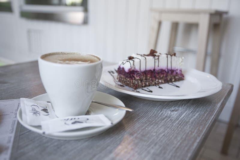 Gâteau de plat photos libres de droits