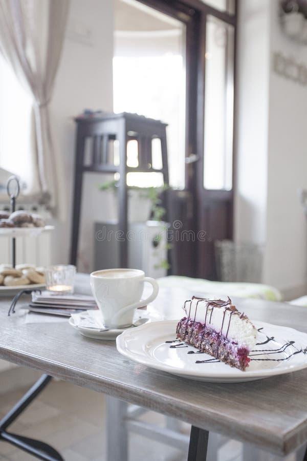 Gâteau de plat images stock