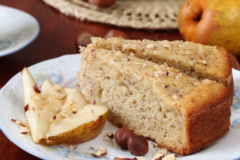 Gâteau de poire et de noisette photo libre de droits