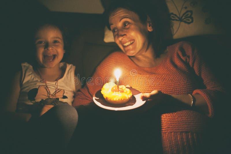 Gâteau de surprise photo libre de droits